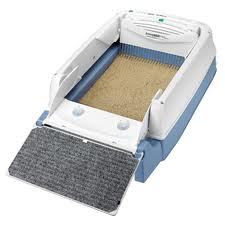 Self cleaning litter tray