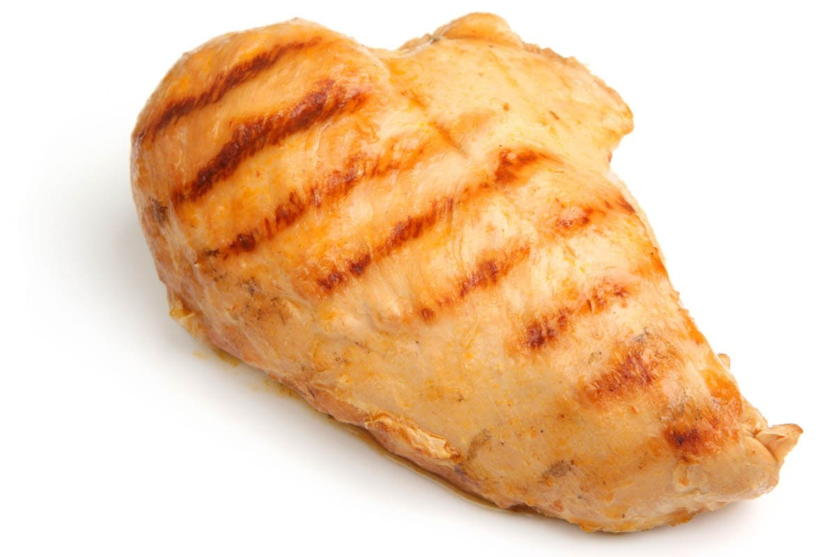 Cats can eat cooked chicken breast
